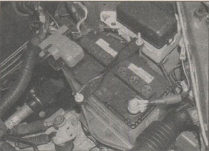 Battery location Toyota Yaris 1999 Haynes